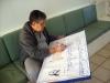 José Antonio preparando o cartaz receptivo aos lobinhos, em 29/06/2013